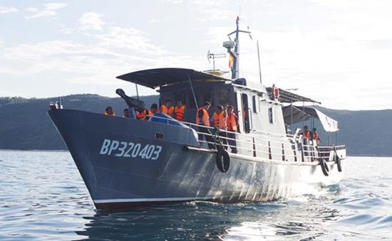 Tàu biên phòng Bình Định cứu sống 6 ngư dân gặp nạn trên biển