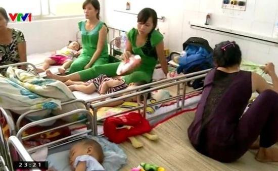 TP.HCM: Bệnh nhân phải chờ... 10 giờ cho mỗi lượt khám bệnh