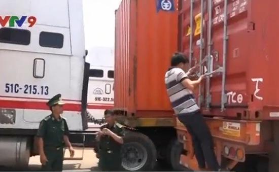 """Tây Ninh: Phát hiện lô hàng giả mạo """"tạm nhập tái xuất"""""""