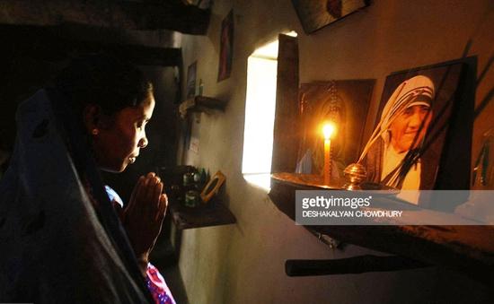 Tranh cãi về sức mạnh phi thường của Mẹ Teresa