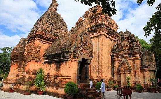 Tháp Bà Ponagar - Kiệt tác điêu khắc Chăm Pa trên đất Việt