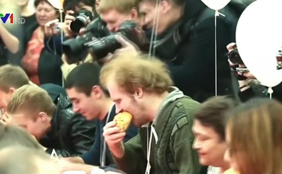 Độc đáo cuộc thi ăn nhanh nhất ở Nga