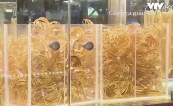 """Khách hàng đang bị """"móc túi"""" vì thị trường vàng thiếu minh bạch"""