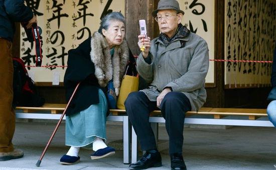 Thiết bị hỗ trợ theo dõi sức khỏe người già