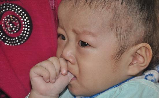 Thiếu 60 triệu đồng, bố mẹ bất lực nhìn con 10 tháng tuổi chờ chết
