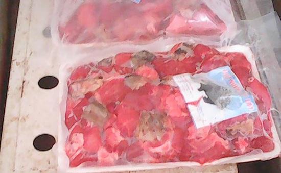 Triệt phá cơ sở chế biến thịt lợn thành thịt thú rừng tại TP.HCM