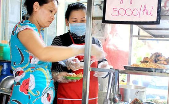 TP.HCM: 1/4 cơ sở kinh doanh thức ăn đường phố điểm chưa đạt chuẩn VSATTP