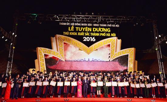 Hà Nội tuyên dương 100 thủ khoa Đại học