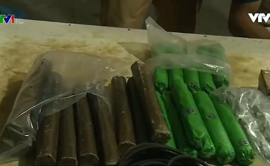 Bắt đối tượng vận chuyển 300 kg thuốc nổ công nghiệp