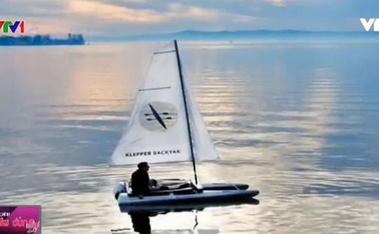 Balô có thể tháo lắp thành… thuyền