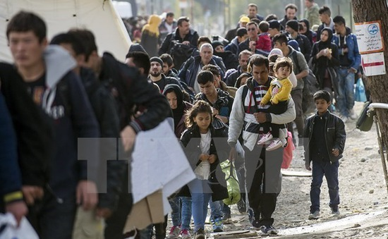 Nhiều quốc gia châu Âu điều chỉnh chính sách nhằm đối phó dòng người di cư