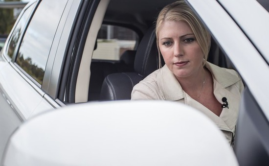 Cửa kính ô tô không thể bảo vệ da khỏi tia cực tím