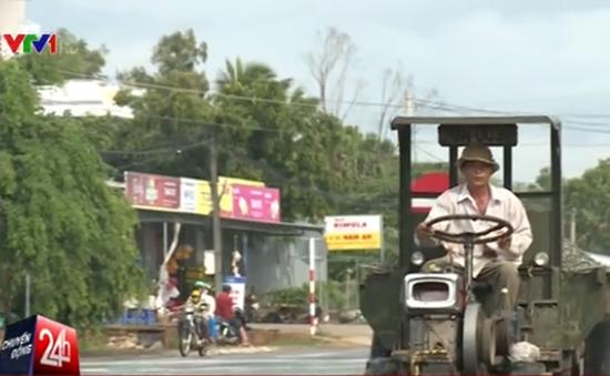 Cảnh báo nguy cơ tai nạn từ xe thô sơ chở vật liệu xây dựng