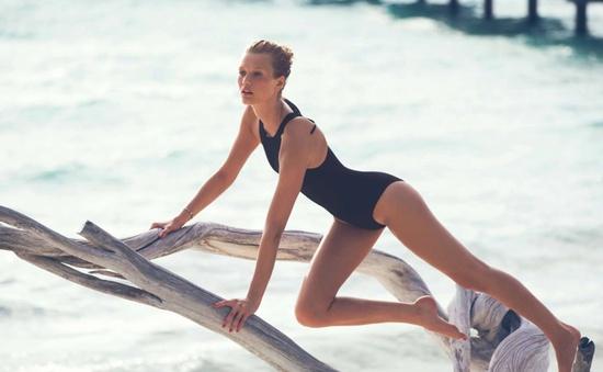 Mặc bikini nóng bỏng, tình cũ của Leonardo DiCaprio khiến người xem hoa mắt