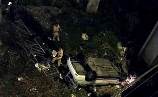 TP.HCM: Taxi rơi từ cầu chữ Y, tài xế bị thương nặng