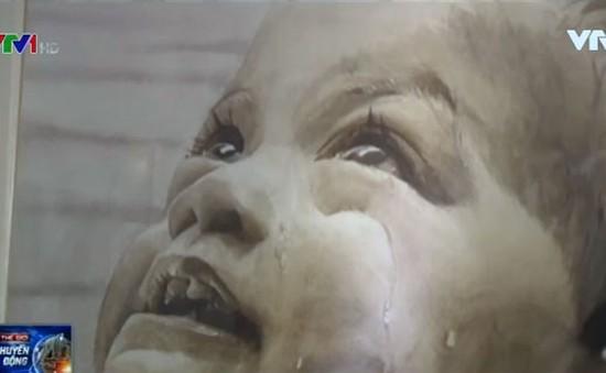 Triển lãm tranh vẽ bằng nước sông ô nhiễm tại Philippines