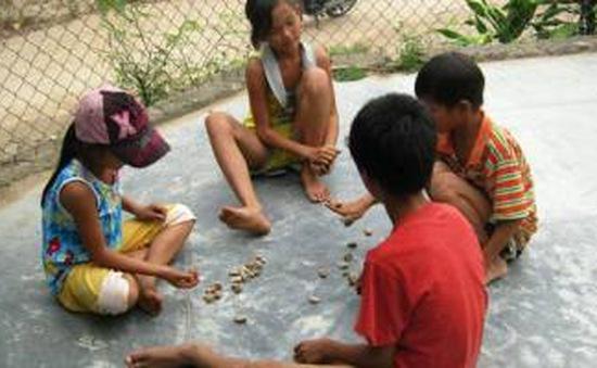 Cặp lá yêu thương hỗ trợ trẻ em nghèo ở Phú Yên