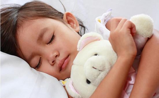 Lợi ích bất ngờ khi trẻ ngủ trước 21h