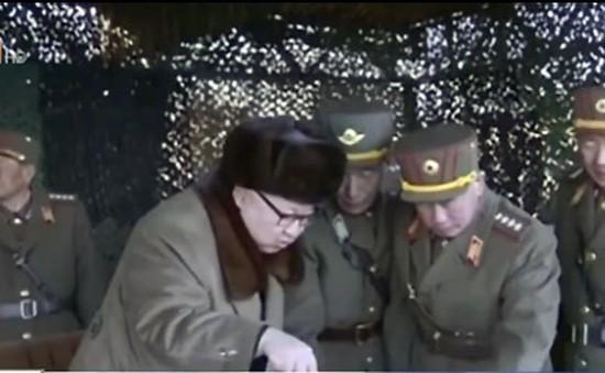 Triều Tiên công bố video Chủ tịch Kim Jong Un chỉ huy diễn tập pháo binh