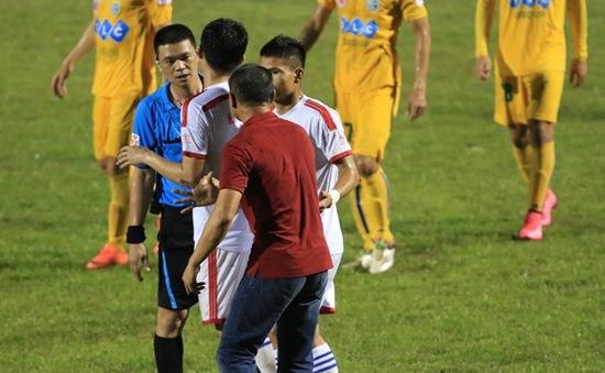 Góc nhìn: Sự yếu kém của trọng tài bóng đá Việt Nam