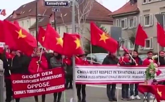 Cộng đồng người Việt tại Đức tuần hành phản đối Trung Quốc