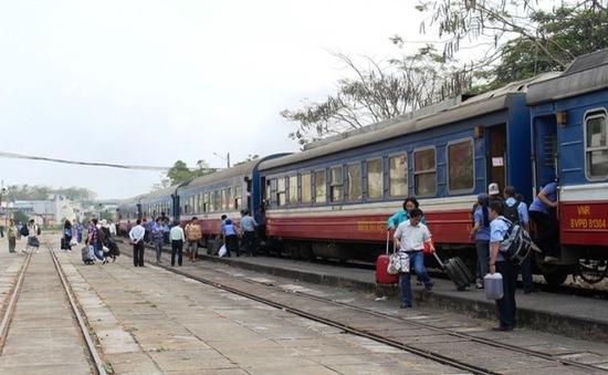 TP.HCM: Tàu hỏa xuất phát chậm hơn 1 giờ sau khi cầu Ghềnh thông tuyến