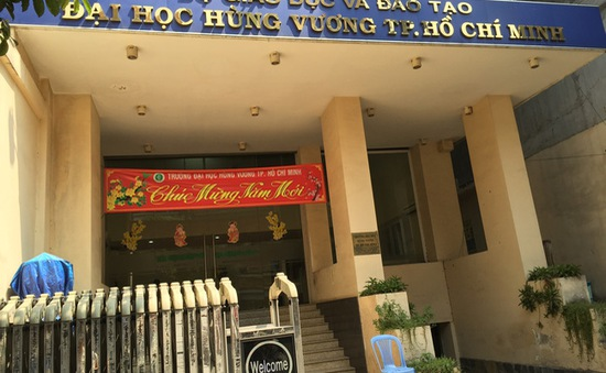 ĐH Hùng Vương xin tòa tạm đình chỉ vụ án đơn phương chấm dứt HĐLĐ