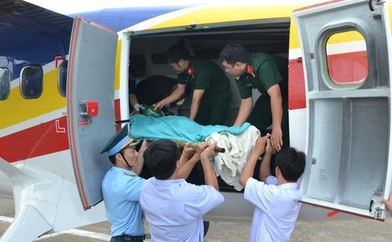 Chuyển bệnh nhân từ Trường Sa về đất liền an toàn