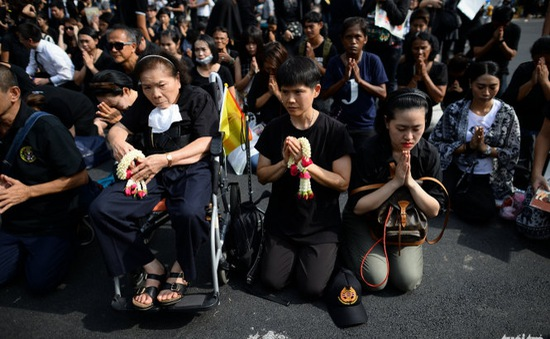 Thái Lan mở đường dây nóng chia sẻ nỗi đau trong quốc tang
