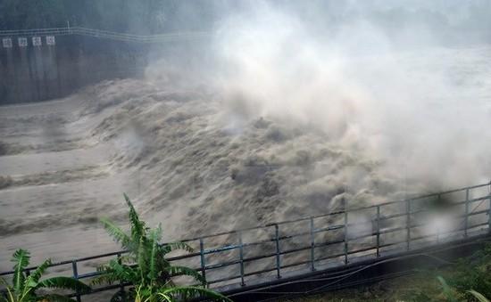 Bão Megi tràn vào miền Đông Trung Quốc