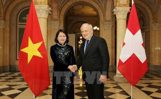Phó Chủ tịch nước Đặng Thị Ngọc Thịnh thăm và làm việc tại Thụy Sỹ