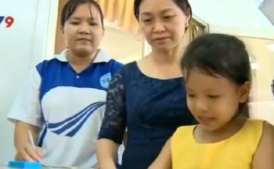 Cha mẹ đóng vai trò quan trọng trong chăm sóc trẻ tự kỷ