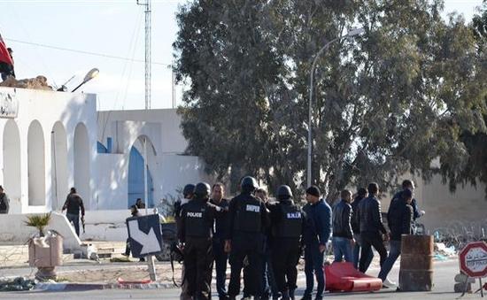 Thủ tướng Tunisia cáo buộc IS là thủ phạm khiến 55 người thiệt mạng