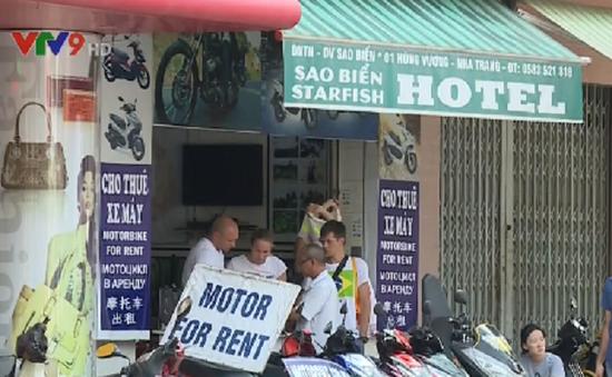 Cho du khách nước ngoài thuê xe máy - Nhiều hệ lụy