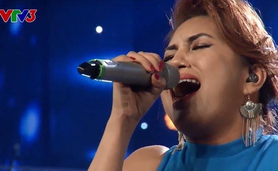 """Vietnam Idol: Cô gái Philippines gây choáng với hit """"khủng"""" của Thu Minh"""