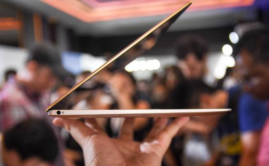 ASUS ra mắt laptop ZenBook 3: Quái vật núp bóng người đẹp