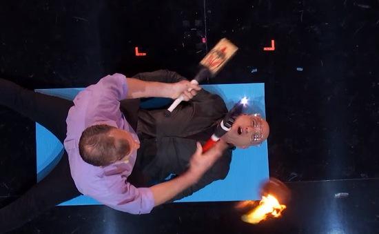 America's Got Talent: Giám khảo nhăn nhó sợ bị... cháy mặt