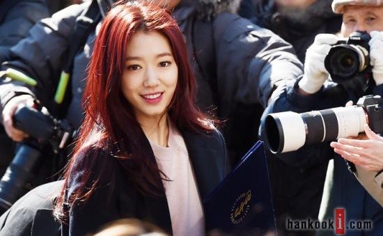 Park Shin Hye rạng rỡ trong ngày tốt nghiệp