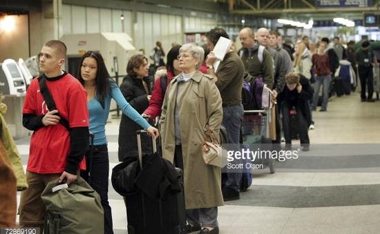Khủng hoảng xếp hàng tại các sân bay Mỹ
