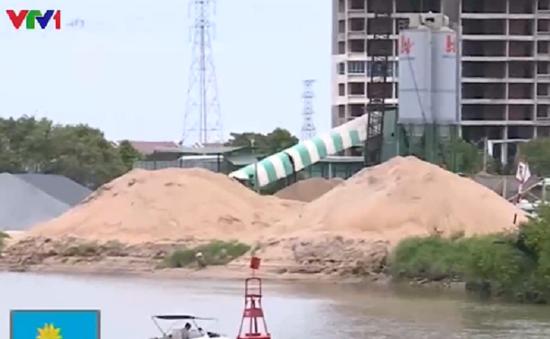 Vựa vật liệu gần cầu - Nguyên nhân gây tai nạn giao thông đường thủy