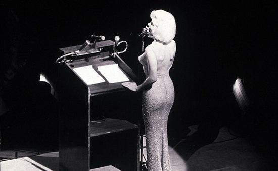 Váy Marilyn Monroe diện sinh nhật Tổng thống Mỹ đạt giá kỷ lục 4,8 triệu USD