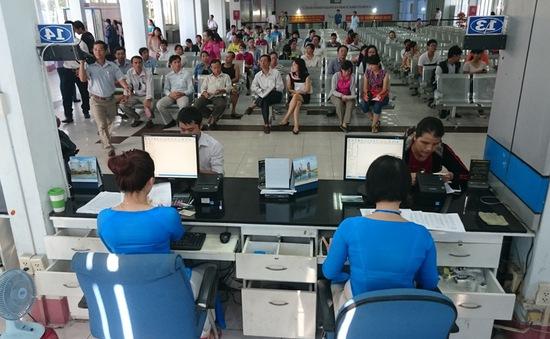 """Cẩn trọng với """"cò"""" vé tàu Tết ở Ga Sài Gòn"""