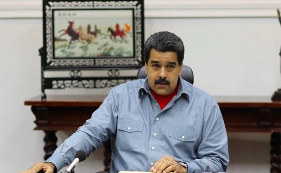 Chính phủ đối mặt âm mưu lật đổ, Tổng thống Venezuela ban bố tình trạng khẩn cấp