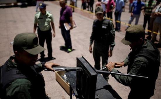 Venezuela hủy 2.000 khẩu súng để kiểm soát tội phạm