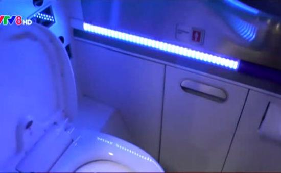 Boeing phát triển phòng vệ sinh tự diệt khuẩn trên máy bay