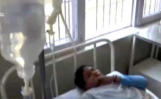 Hàng chục học sinh tiểu học Ấn Độ phải nhập viện do ngộ độc