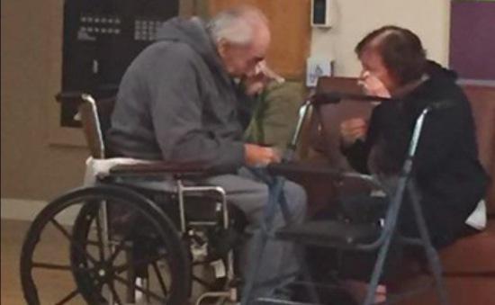 Đôi vợ chồng sống bên nhau 62 năm bị chia cắt vì viện dưỡng lão hết chỗ