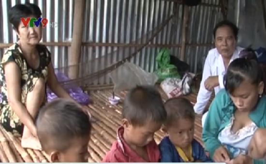 """Bình Phước: Hỗ trợ trẻ em """"xóm Việt Kiều"""" đến trường"""