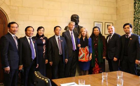 PCT Quốc hội Tòng Thị Phóng hội kiến Phó Chủ tịch Hạ viện Anh