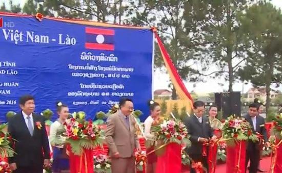 Việt Nam giúp Lào nâng cấp hệ thống y tế
